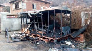 Мъж загина в горящ фургон край Сандански