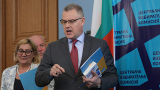 13 партии, 8 коалиции и 6 независими кандидати се борят за европарламента в България