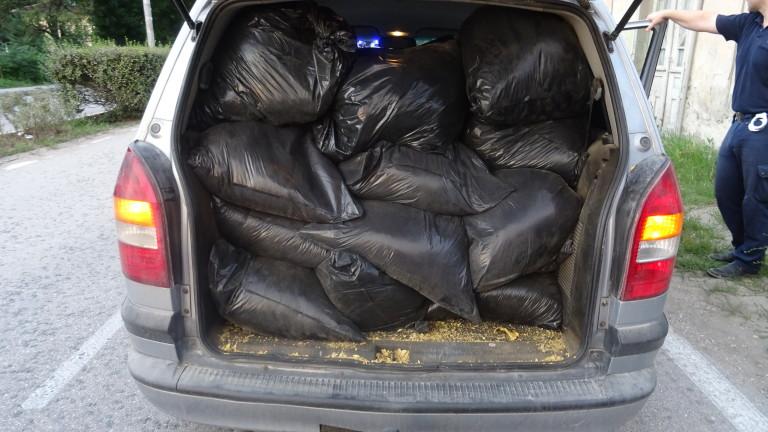 200 кг нелегален тютюн задържаха при полицейска акция в Сливен,