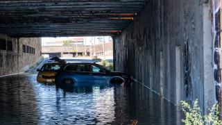 Вече най-малко 44 загинали при наводненията в САЩ