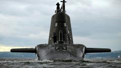 Британска ядрена подводница се блъсна в товарен кораб