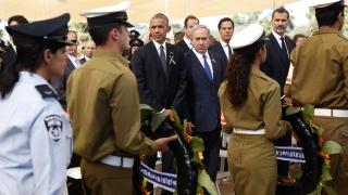 Абас се ръкува с Нетаняху на погребението на Шимон Перес