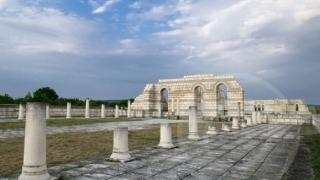Папа Франциск дари € 5 хиляди за Голямата базилика в Плиска