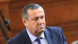 Адемов вижда опит за отпушване на социалното напрежение с оставката на Бисер Петков
