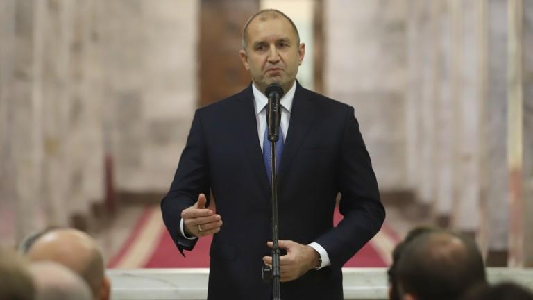 Румен Радев накарал хората да се чувстват нещастни с новогодишната си реч