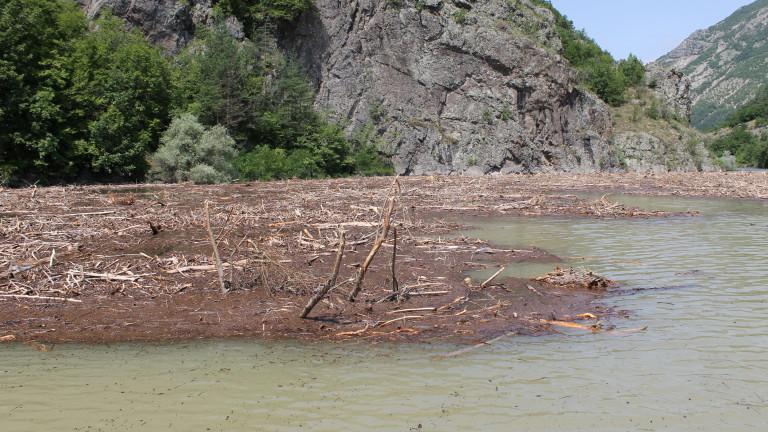 Няма опасност за населението от преливане на реки и язовири