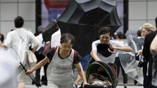 Японските власти препоръчват евакуация на над 300 000 жители