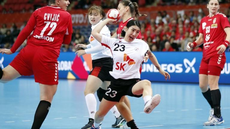 Хандбалистките на Сърбия победиха Германия с 29-28 и завързаха здраво