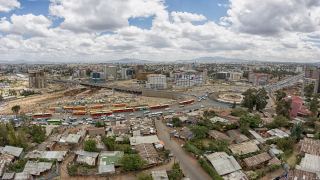 Свлачище в депо за боклук уби 65 души в Етиопия
