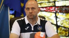 Константин Папазов: Положително е, че футболният тим играе в петък. Вярвам, че ще победят