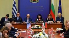 Петкова: Газопроводът с Гърция необратим, финансирането - гарантирано