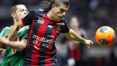 Фенове опитаха да бият футболистите на Ница