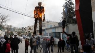 Палестинци замеряха американски дипломати с домати във Витлеем