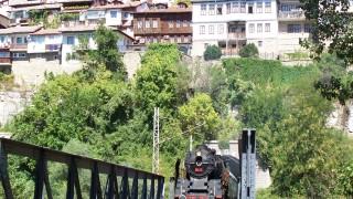 Атракционен парен локомотив пътува между София и Банкя