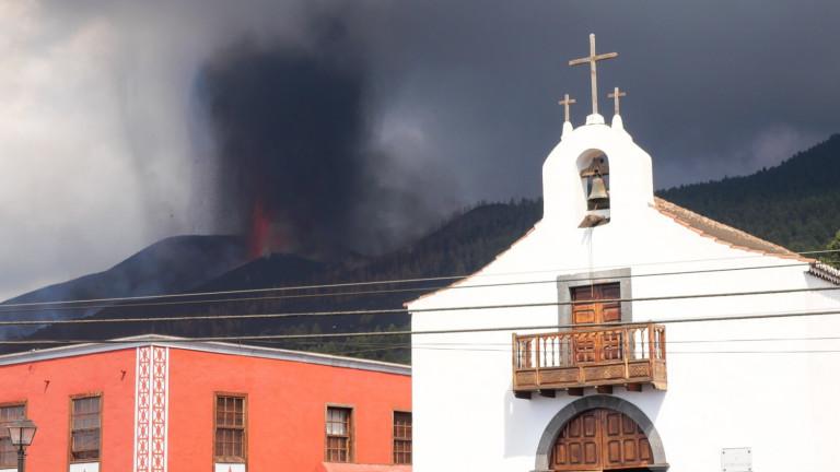 Вулкан на испанските Канарски острови продължава да изхвърля лава в