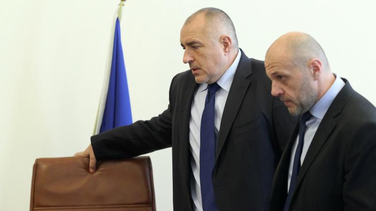Дончев защитава Борисов: БСП взривяват влакове, жп линии, мандри
