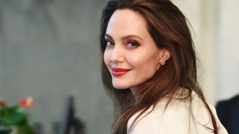 """Анджелина Джоли """"дебютира"""" в Instagram"""