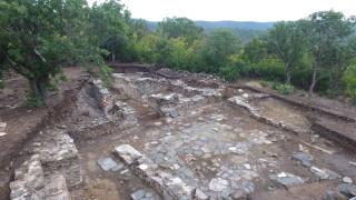 """Добре запазена селищна могила на 7000 г. проучват в яз. """"Тича"""""""