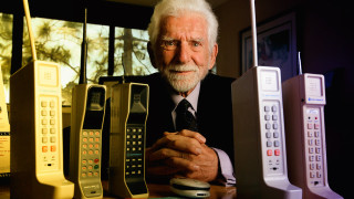 45 години от създаването на мобилния телефон