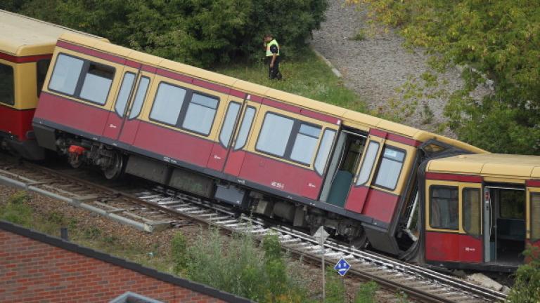 Пътнически влак за Берлин дерайлира преди границата с Германия