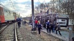 Влак дерайлира в Белгия, има един загинал