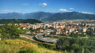 Скално свлачище затрупа за секунди гаражи в Дупница