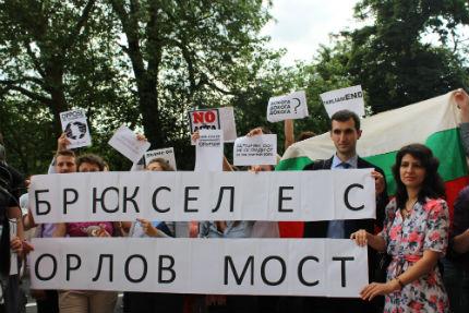 Протест посрещна Орешарски и в Брюксел