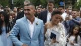 Тевес ошушкан от фенове на собствената си сватба
