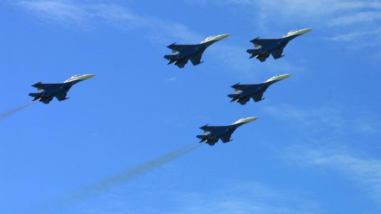 Руски военни самолети бомбардират вражески кораби при учения в Черно море