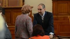 Цветанов успокоява емоциите в парламента