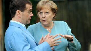 Медведев по-желан от Меркел за президент
