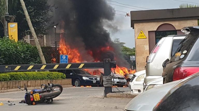 Пожар, продължителна стрелба и взривове в луксозен хотелски и офис