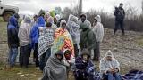 Турция задържа камион с 82 мигранти