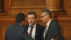 Само оставката на Кунева ще успокои просветната система, убедени в БСП