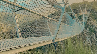 Това е най-дългият висящ пешеходен мост в света