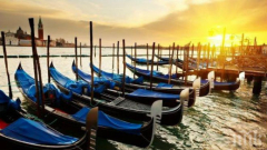 Гондола за инвалиди заплава във Венеция