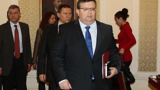 Цацаров поиска още два имунитета на Сидеров