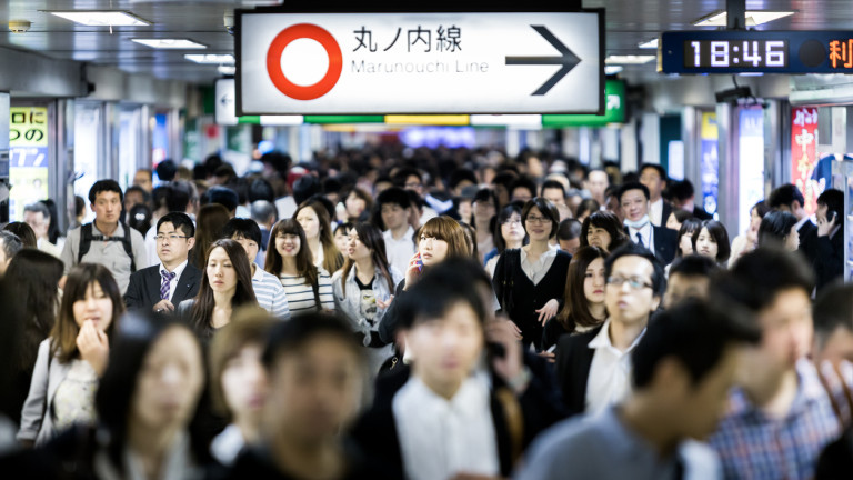 Япония намалява данъците на компании, които повишат заплатите