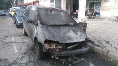 Две коли горяха тази нощ в Сандански, едната е на полицай