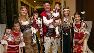 Дъщерята на бизнесмена Шарлопов се омъжи (СНИМКИ)