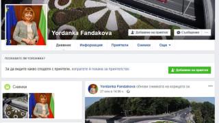 """Фандъкова сигнализира ГДБОП за фалшив профил във """"Фейсбук"""""""