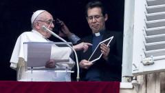 Папа Франциск си направи профил в мобилно приложение за молитви