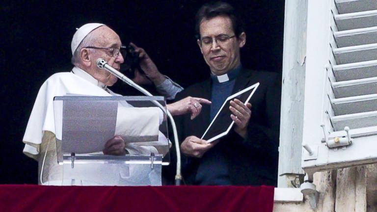 Снимка: Папа Франциск си направи профил в мобилно приложение за молитви