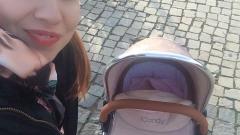 Внучката на Илиана Раева се вози в количка за два бона