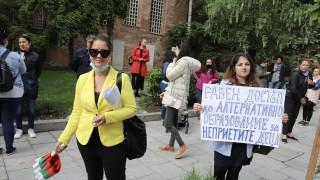 Родители протестират заради останали без детска градина деца в София