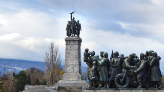 БСП отбелязва 75 години от 9-ти септември, СДС заклеймява съветските щикове