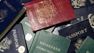 На летището в Атина заловиха стотици фалшиви документи