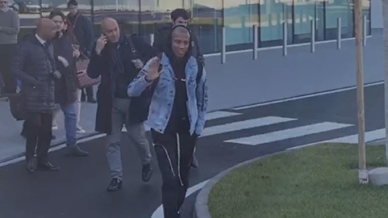 Капитанът на Манчестър Юнайтед Ашли Йънг пристигна в Милано, за