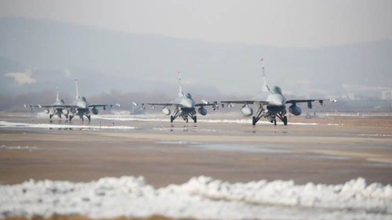 Големите военни учения на Корейския полуостров са отменени за неопределено