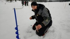 Снежен ад на Световното по риболов на лед в Батак, половин метър сняг